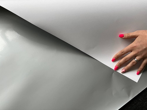 Цветная бумага в листах серебристого цвета
