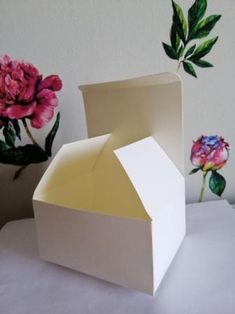 Подарочная коробка из мелованного картона