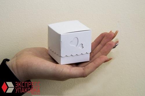 Подарочная коробка сложной формы высечки