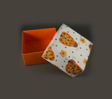 Подарункова коробка у стилі орігамі: крок 3