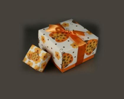 Подарункові коробки із картону