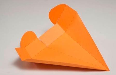 Подарункова коробка у вигляді моркви: крок 2