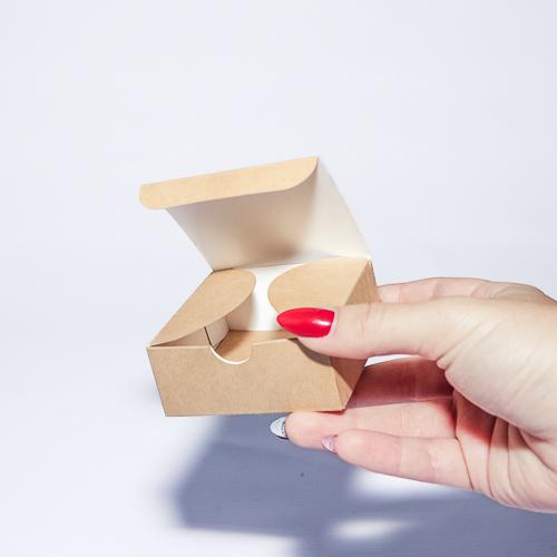 Упаковочная коробка из крафтового картона