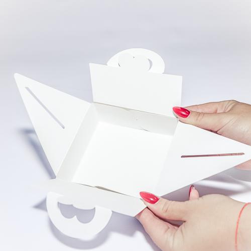 Коробка необычной формы для подарков влюбленным