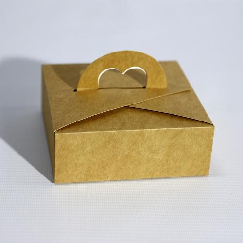 Крафтовая коробка с ручкой в виде сердечка