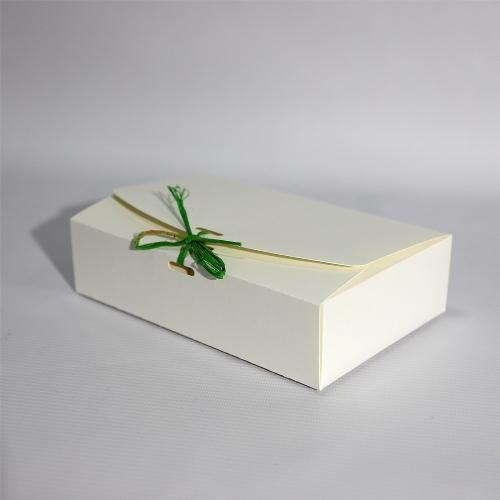 Коробка со шнурком для упаковки подарков