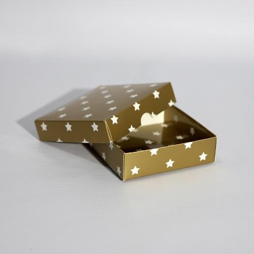 Золотая подарочная коробка со звездочками